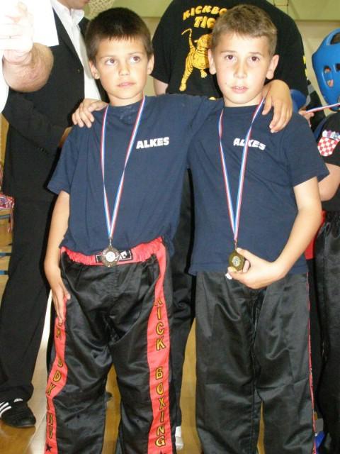 Kickboxing  Prvenstva Županije za sve uzraste u semi i  lightcontactu održanom Puli - Labinjanima 54 odličja