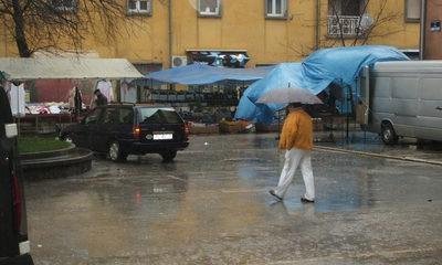 Prvi put u 12 godina : Kiša otjerala sajam u Labinu