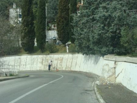 """Uređuje se potporni zid kod hotela """"Amfora"""" u Rapcu"""