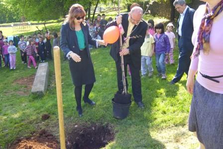 """Judino drvo na poklon mališanima Dječjeg vrtića """"Pjerina Verbanac"""""""
