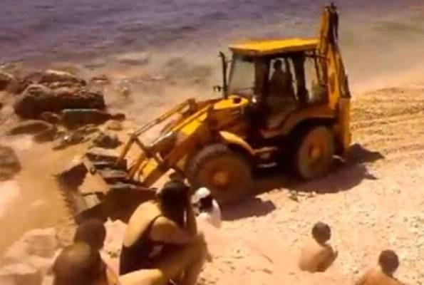 Rabac: Bagerom uređivao plažu punu kupača