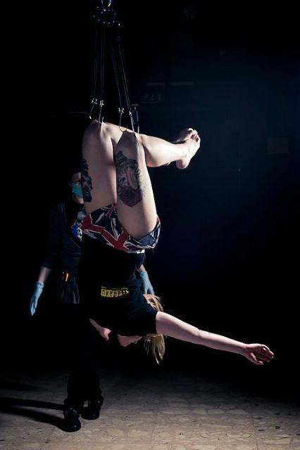 "Performance i otvorenje izložbe Martine Šalov: ""Through the Flesh"" @ Sipe caffe bar-gallery, 07.07.2011. u 21:00"