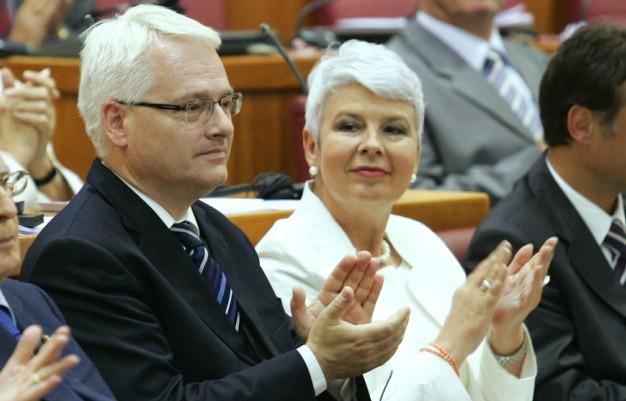 Parlamentrni izbori 4. prosinca, potpisivanje ugovora s EU-om 9. prosinca