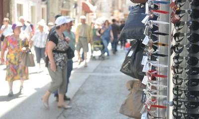 Kaznena prijava zbog prodaje krivotvorene robe na štandu u Rapcu