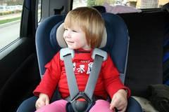 Policijski djelatnici kontrolirali roditelje u korištenju auto sjedalice