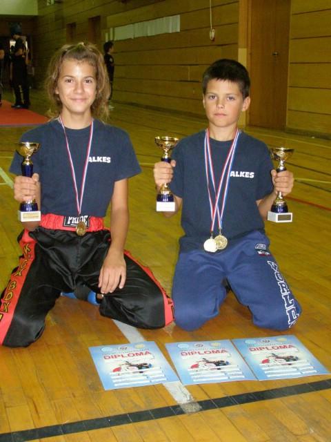 """Labinjani su osvojili  14 odličja  i 4 pehara na Otvorenom Kupu u kickboxingu """"Top Terme 2011."""" u Topuskom"""