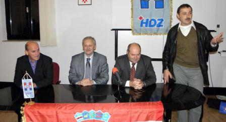 Davor Božinović na predizbornom skupu HDZ-a u Plominu