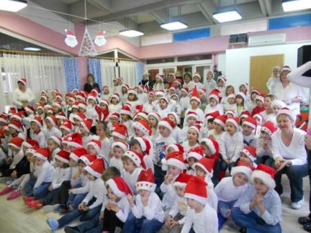 Djed Mraz uveseljava labinske mališane