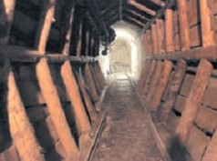 Tunelom iz Labina do plaže u Rapcu