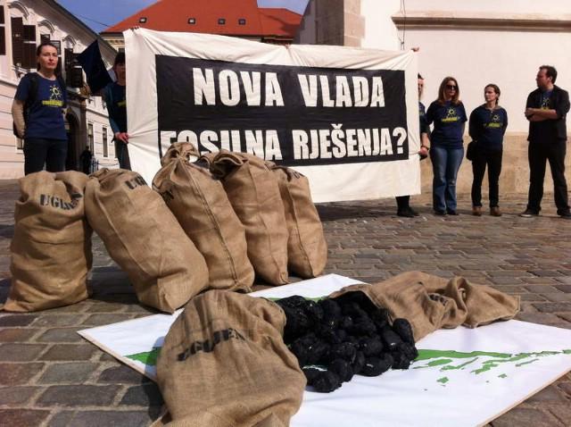 Pred zgradom Vlade prosvjedovali protiv Plomina 3 na ugljen