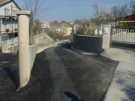 Asfaltirana cesta na Stenicama