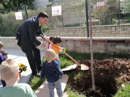 """Mališani i ove godine u akciji """"Usvoji drvo"""""""