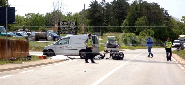 U teškoj prometnoj nesreći s poginulom osobom kod Tinjana sudjelovalo dostavno vozilo trgovačkog društva iz Labina