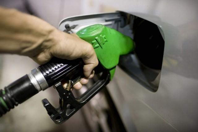 Od ponoći benzini jeftiniji do 15, a dizeli do 18 lipa po litri