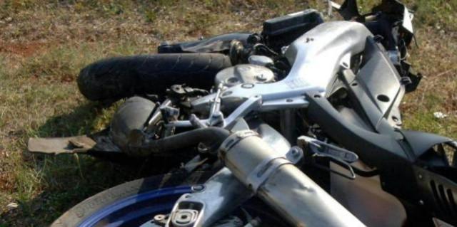 Pijan R. V. (26) iz Raše motocilkom izletio van ceste - ozlijeđena njegova suputnica