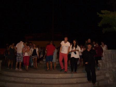 Turisti u velikom broju u noćnom razgledu labinskog Starog grada