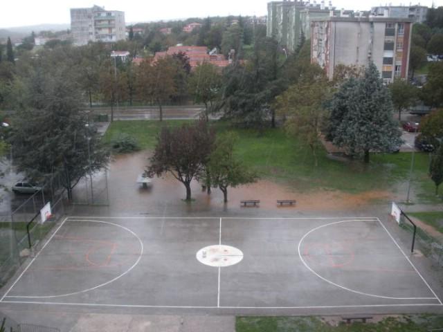 Vaterpolo umjesto košarke - uz tuču palo 33,7 mm kiše