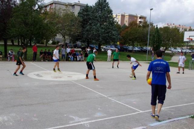 Na malonogometnom turniru u povodu Europskog tjedna mobilnosti od 10 momčadi najbolja bila momčad `Fatos, Pero, Tači` (Fotke)