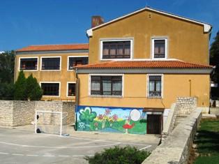 Obnavlja se krov područne škole u Svetom Martinu