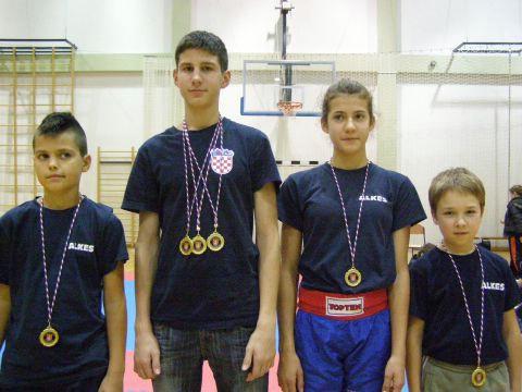 Na Otvorenom kickboxing kupu održanog u Slunju Labinjani osvojili ukupno 13 odličja