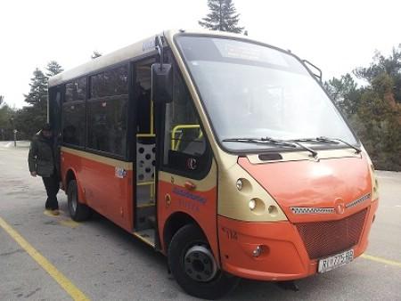Testna vožnja autobusa u naselju Rabac koji bi smanjio ljetne gužve