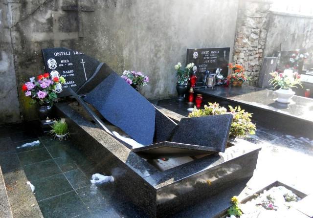 Nedešćina: Vandali devastirali obiteljsku grobnicu