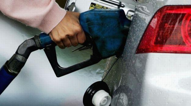 Gorivo od ponoći ipak nešto jeftinije: Cijena benzina pada za jednu, a dileza za sedam lipa