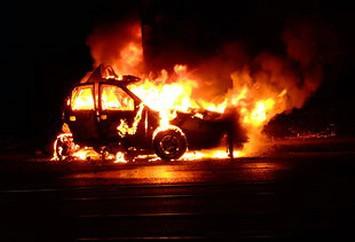 Labin: Slovenka omamljena viskijem i tabletama spasila se iz gorećeg automobila