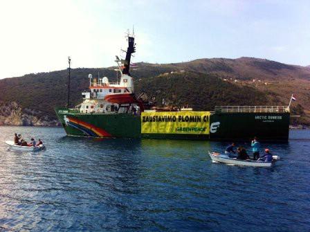 Greenpeaceov brod u Plomin Luci prosvjeduje protiv Plomina 3 na ugljen