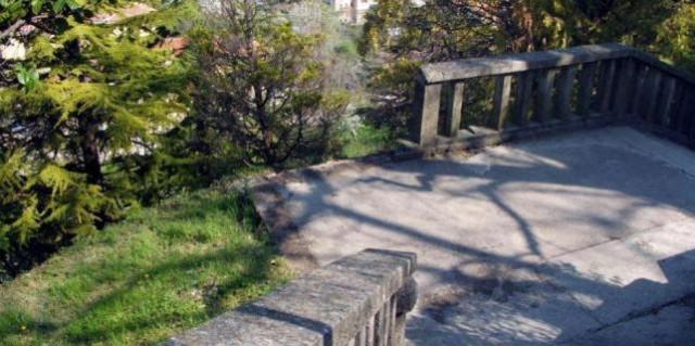 Labin: Srušena ograda u parku