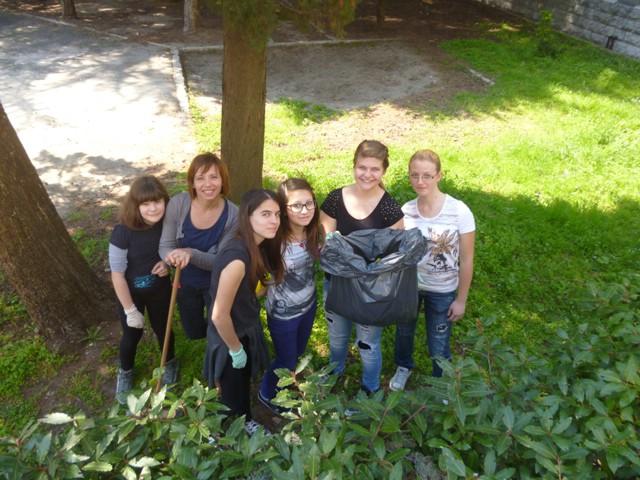 Povodom World Cleanup day 2013. u OŠ `Ivo Lola Ribar` održana velika akcija čišćenja