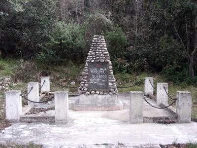 Skinuta petokraka sa spomenika