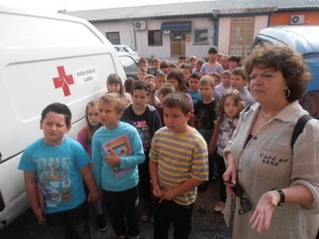 """Prvašići OŠ """"I.L.Ribar"""" u posjeti Crvenom križu Labin"""