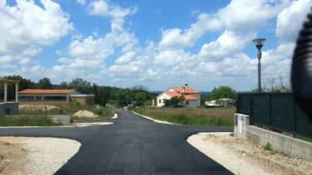 Asfaltirana cesta kroz naselje Breg Ivanovci
