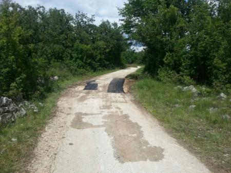 Radovi na sanaciji nerazvrstanih cesta u naselju Ripenda