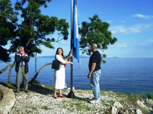 Kata Ćapin, gošća iz Austrije, podigla Plavu zastavu na šetnici Girandella u Rapcu