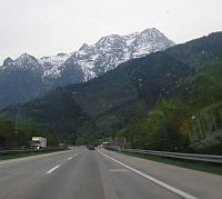 Od petka 21.3.u Sloveniju se više ne može sa starim osobnim iskaznicama, a od 1. srpnja na slovenskim cestama potrebne vinjete na vozilima