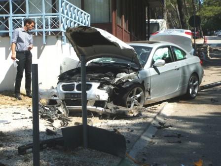 Pozlilo mu pa srušio moped i udario u BMW, teže ozlijeđen 36-godišnji Rapčanin