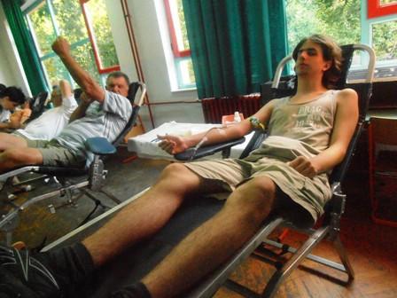Unatoč toplinskom udaru na današnjoj akciji darivanja krvi u Labinu prikupljeno 49 doza krvi