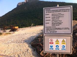 Plomin holding gradi parkiralište u Plomin Luci