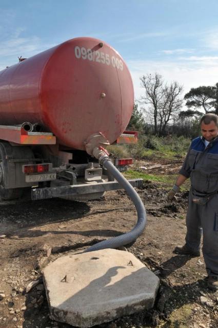 Labin: Na pražnjenje septičkih jama čeka se i 20 dana