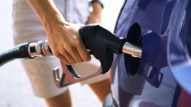 Od ponoći benzin jeftiniji od 27 do 31 lipu