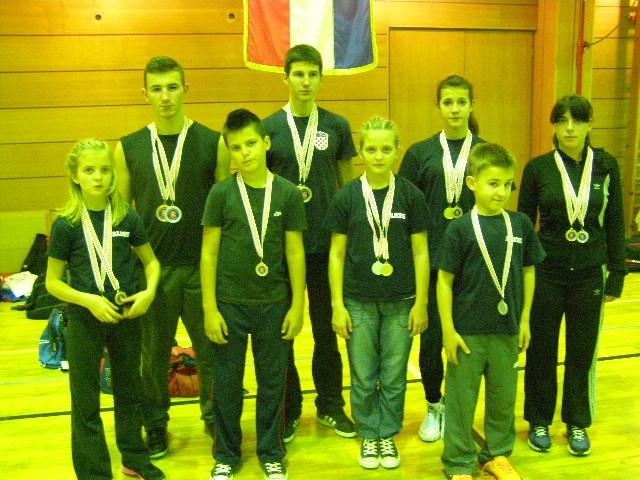 """Labinjanima 14 odličja na kickboxing natjecanj """"Otvoreni kup Topusko"""" održanom u Topusku   26.10.2013"""