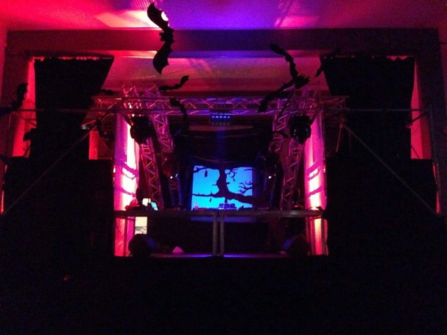 Večeras spektakularni HALLOWEEN MONSTERS uz Miss Sunshine u KuC Lamparni