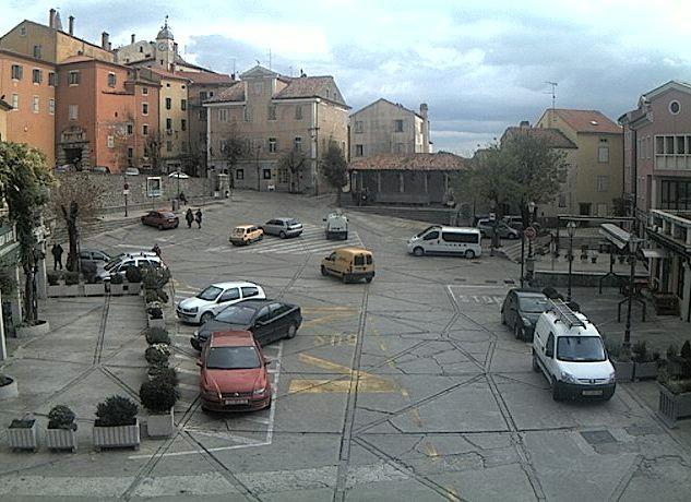 Od ponedjeljka ponovno moguće parkiranje na Titovom trgu u labinskom Starom gradu