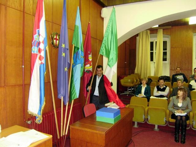 I opet problemi sa zastavom talijanske nacionalne zajednice u labinskoj gradskoj vijećnici