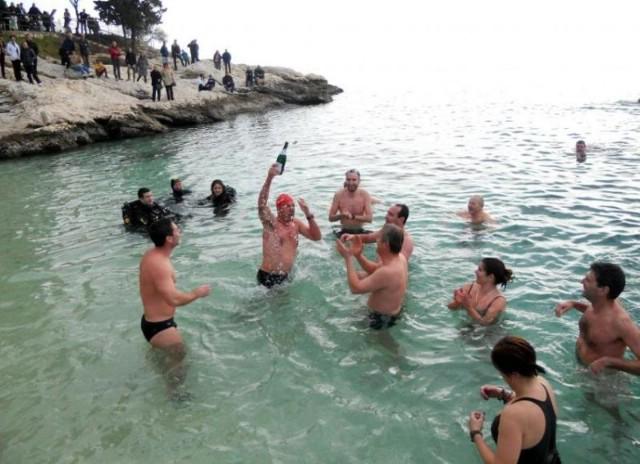 Novogodišnje kupanje u Rapcu - Pljus u more dobrih želja