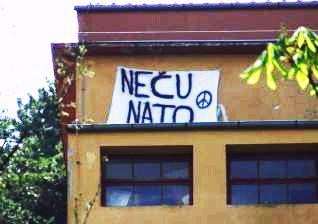 Na labinskom kinu izvješen transparent protiv NATO-a