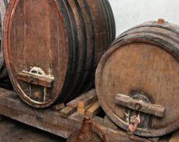 Dvojica Kršanaca osumnjičena zbog krađe 50 litara rakije i 130 litara vina