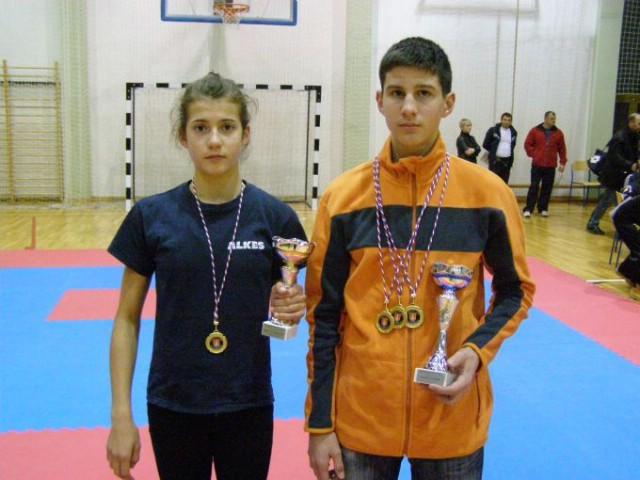 Franka Fonović  i  Marino Faraguna najuspješniji  natjecatelji na Otvorenom kupu u  kickboxingu  održanom u Zaboku